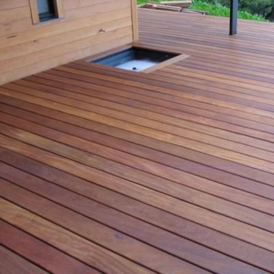 Deck de madeira Cumarú