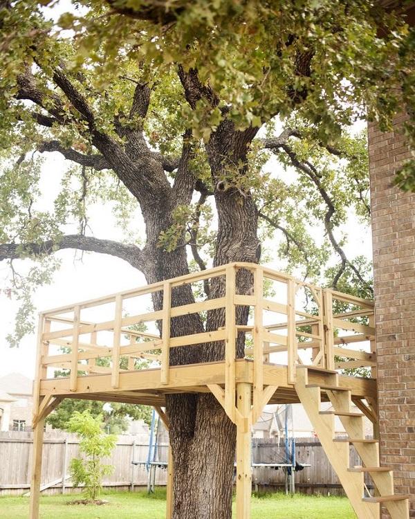 Casa na árvore simples.