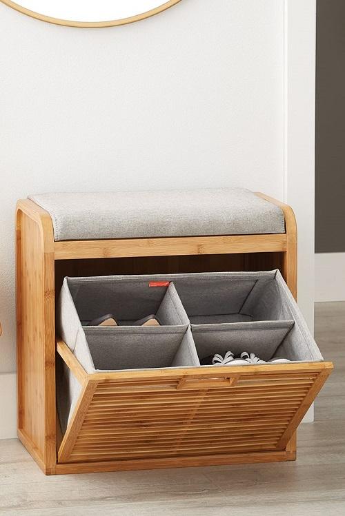 Banco de madeira com compartimento oculto para sapatos.