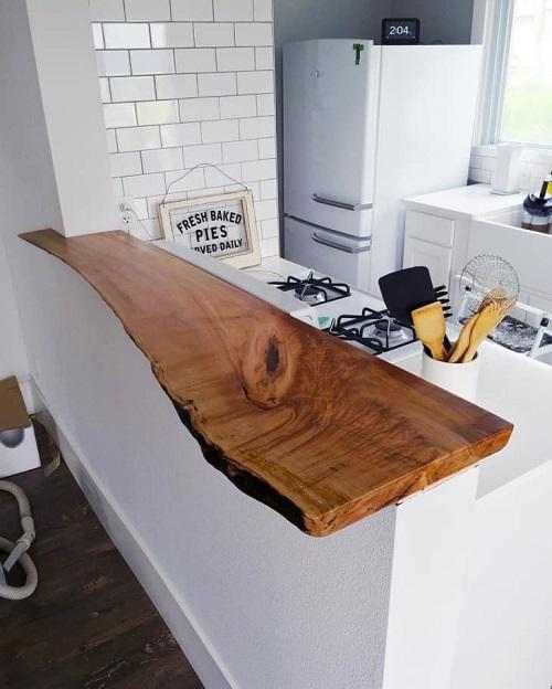 Bancada de madeira crua