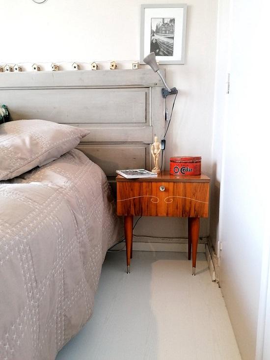 Mesa de cabeceira vintage original dos anos 1950.