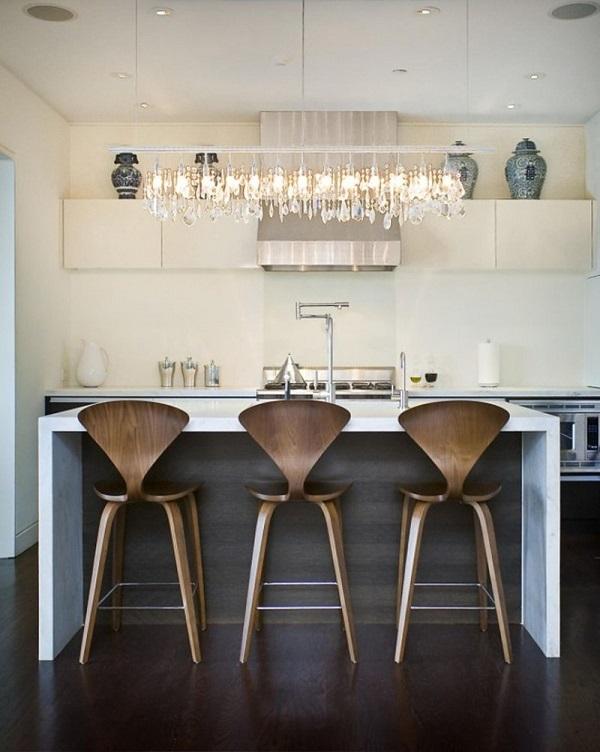 Banquetas de madeira com encosto para cozinha.