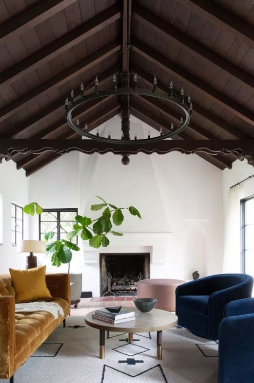 Sala com decoração minimalista que dá prioridade a qualidade dos móveis e não na quantidade.