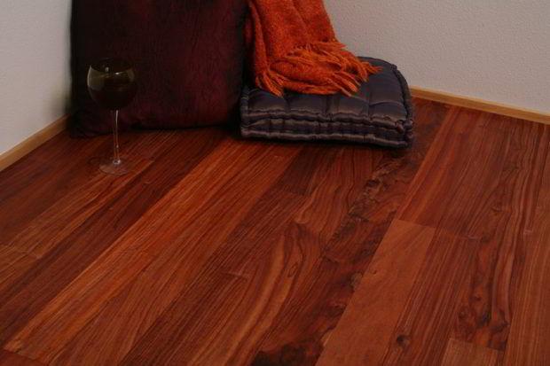 Assoalho de madeira de jacarandá.