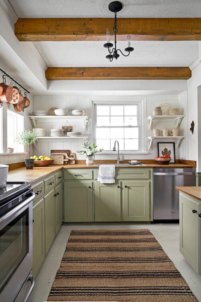 Madeira com verde na cozinha.